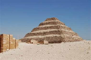 Trips from Hurghada to Pyramids, Memphis and Sakkara mit Private tour by Flight